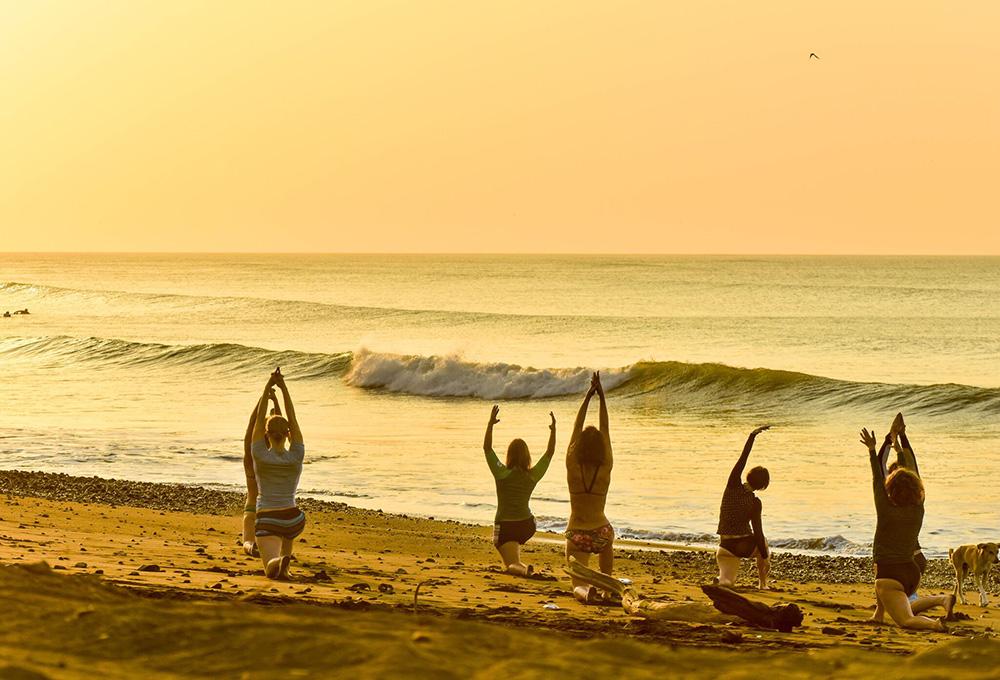 Nazli Takesh Yoga Surf